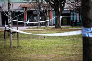 Ett område på cirka 50 gånger 50 meter har spärrats av u Liljeqvistska parken.