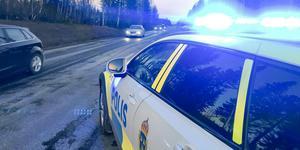 Polisen stannade kvar på platsen för att dirigera trafiken tills bärgare kom för att ta hand om de krockade fordonen.