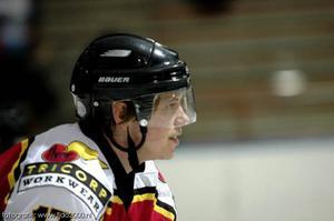 Jonas Carlenius har hittills spelat ishockey i Finland, Holland, Belgien, Tyskland och USA. Plus Sverige, bland annat Brunflo, då förstås.