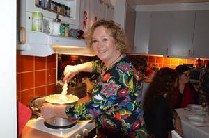 Ulrika Eriksson tar inga genvägar när det gäller risgrynsgröten. Mjölken är köpt direkt av en lokal bonde.