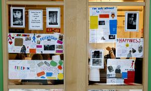 Skolor som har engelskspråkig undervisning som affärsidé på sikt kommer att hota utvecklingenför det svenska språket, skriver debattören. Foto: TT