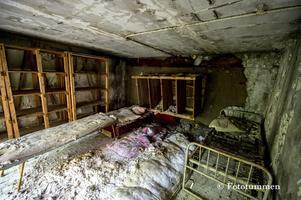 """Våning fem på sjukhuset var den våning som de strålskadade hamnade på. """"Strålningen i luften är minimal, men madrasser och övriga prylar ska man inte gosa med, de innehåller så mycket radioaktivitet att de är skadliga om man tar i dem"""", berättar Thomas Nordström. Foto: Thomas Nordström"""