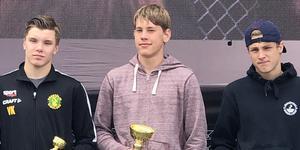 Victor Karell (till vänster) och Rasmus Skyving (mitten) tog varsin medalj under Vansbrosimningen.