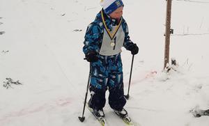 Femårige Sixten Norberg går i mål. Foto: Annika Matthed.
