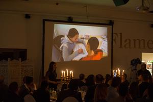 På galan visade också korta filmer. Här är ett klipp från ett barnhem i Syrien.
