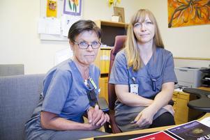 Yvonne Blücher Svensson, verksamhetschef på vårdcentralen i Hallstahammar och Kolbäck säger att det först en ständig kamp för att minska läkarnas utskrivning av antibiotika. Med på bilden till höger är Erica Westergård, enhetschef. (Arkivbild).