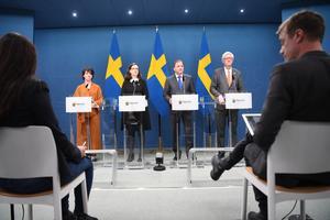 Presskonferenserna duggar tätt just nu. Foto: Fredrik Sandberg / TT