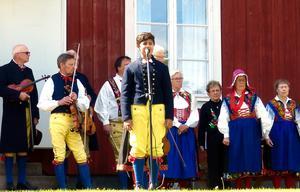 Kevin Johansson sjöng nationalsången. Foto: Thomas Dolk