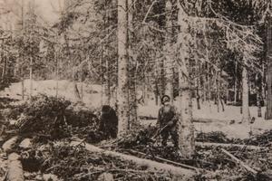 Huggning. Vykort från Svenbjörn Kilanders arkiv.