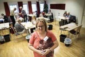 – Länsstyrelsens största arbete i riksdagsvalen är rösträkningen, säger Helle Bryn Jensen, länsstyrelsen Dalarna. Bilden togs i samband med valet 2018.
