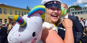 Isabella Bergfors med sin studenväktare.