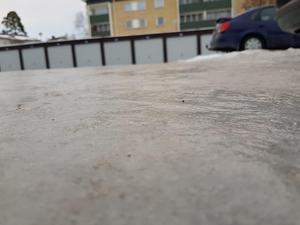 Parkeringen grusades först efter att Ida Palander Kristensson ringt Kopparstaden. Foto: Privat.