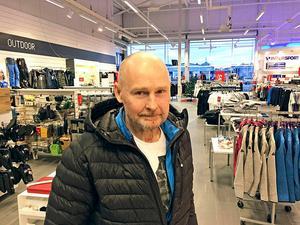 Peter Högström på Intersport är nöjd med julhandeln som slog omsättningsrekord.