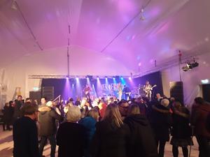 Drygt 300 personer letade sig till konserttältet i Solberg för att ta del av kultbandet Svenne Rubins.
