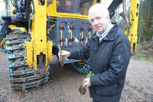 Stig Linderholm konstaterar att hans maskin kan bli det som ersätter manuell skogsplantering, till viss del.