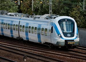Skribenterna vill att pendeltåget ska trafikera Hölö station. Foto Jonas Ekströmer/TT