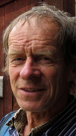 Helge Sonntag, Falu FN-förening, är en av de som håller i manifestationen för att Sverige ska skriva på FN-konventionen om förbud mot kärnvapen.  Arkivbild