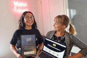 Sara Sjölander som projektledde framtagandet av Näthatshjälpen och Kristina Wicksell Bukhari, kommunikatör på Make Equal