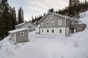 Detta fritidshus med 12 rum i Sälen var det sjätte mest klickade huset i Dalarna på Hemnet under vecka 5. Foto: Andreas Timfält/Husfoto