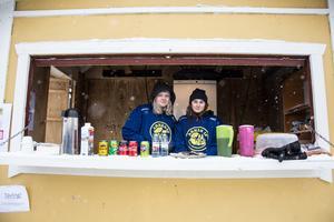 Sofia Nygren och Ellen Englund från Arnäs F-04.