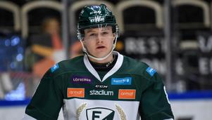 Lucas Nordsäter i Färjestads tröja under en uppvärmning i SM-slutspelet mot Skellefteå. Foto: Erland Segerstedt/TT.