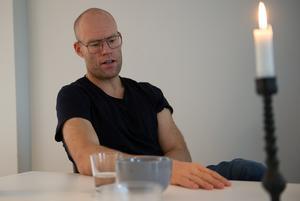 Sundsvalls Tidning träffade Joel Cedergren i hemmet på Södermalm i Sundsvall.