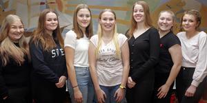 Luciasällskapet i Sollefteå 2019. Fr v Maja Nordstrand, Maja Rosenlöv, Nikki Hatton, Lucia Sofia Olsson,  Hanna Larsson, Elsa Leiknes och Lisa Lind.