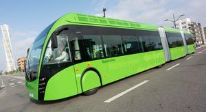 Planerna på Superbussar i Örebro, samtidigt som Regionen måste spara, väcker ont blod.