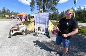 Mattias Jonsson utmanade beskare på lassokast samtidigt som han presenterade jättesatsningen Sapmi Lodge som ska bli hjärtat i nya Idre Himmelfjäll.