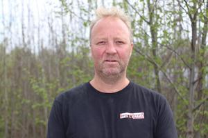 Tomas Skoog är besviken över att ingen från bussbolaget hört av sig till hans mamma efter olyckan. Han fick själv höra av sig för att få kontakt med bussbolagets försäkringsbolag.