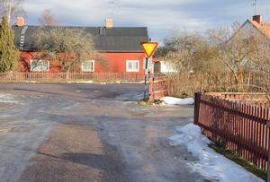 Ågränd i Karlbo ska få del av de fem miljoner kronor som avsätts till vägunderhåll under 2017.
