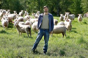 I oktober i fjol förändrades allt på gården i Boltjärn när Martin Andersson gick bort. Bilden är från sommaren 2008 när mejeriet firade tio år, i år fyller den tjugo.
