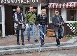 Alliansen och VV trivs redan bra ihop och det var idel glada miner efter presskonferensen i går. Fr v Maria Kjellström (VV), Daniel Danielsson (C), Elisabeth Rolandsson (KD) och Mikael Sundman (VV).