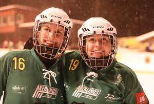 Johanna Pettersson och Linnea Gunnarsson var nöjda efter semifinalsegern. Bild: LarsGöran Svensson.