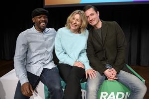 """""""Morgonpasset i P3"""" kommer att finnas kvar i kanalen, nu med programledartrion Kodjo Akolor, Katherine Zimmerman och David Druid. Foto: Jessica Gow/TT"""
