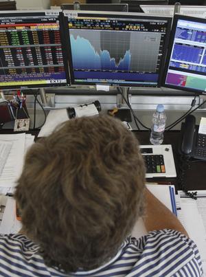 Ny teknik. Aktiehandeln är sedan länge datoriserad. Men det är först på senare tid som det blivit vanligt med förprogrammerade datorer som kan följa handelsstrategier utan att aktiemäklarnas kommandon.foto: scanpix