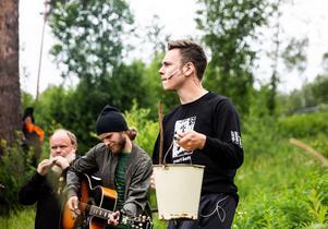 Jonas Jonsson spelar