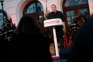 Statsminister Stefan Löfven (S) höll sitt jultal på Stora torget i Köping. Foto: Kicki Nilsson/TT