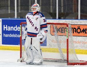 Efter att Malung gjort tre mål på sex skott på Lucas Johansson tog Marcus Blomqvist över förstaspaden i Avestamålet och motade 29 av 33 skott. Malungs segersiffror skrevs därmed till 7–0.