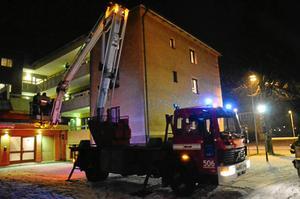 Vissa boende fick evakueras med hjälp av räddningstjänstens kranbil.