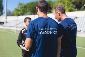 Jari Kinnunen ingår i João Santos akademis tränarstab.
