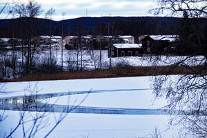 I bakgrunden skymtar bland annat husen intill Sunnangården i Alfta, även det en utsikt från det planerade villaområdet.