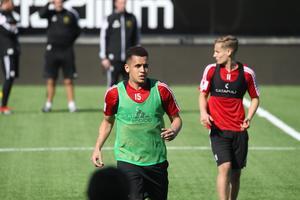 Ravel Morrison under träning med ÖFK.