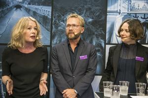 Dagens Nyheters kulturchef Björn Wiman är förvånad över beslutet med två Nobelpris. Här tillsammans med Kulturcheferna Åsa Linderborg (Aftonbladet) och Lisa Irenius (SvD). Arkivfoto: Staffan Löwstedt