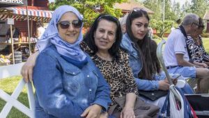 Rehab Melhim, Fekrat Bakur och Sairan Mohammad firar alltid nationaldagen på hembygdsgården.