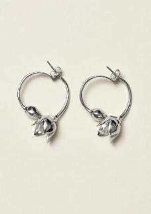 Inspirationen till örhängena är hämtade ur Karins tulpaner, omslagsbilden hon gjorde åt Konstnärsklubben 1895. Foto: H&M