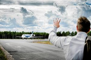 Örebro läns Flygplats behöver 26 miljoner i extra bidrag innan året är slut. För Örebro kommuns del innebär det 11,7 miljoner.  Kostnader för Köpenhamnslinjen och förlängningen av landningsbanan är orsaken. (Arkivfoto)