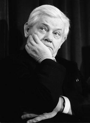 Det främsta kännetecknet för Zbigniew Herberts poesi är hans milda ironi.