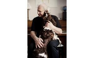 Göran Greider med hunden Stina. FOTO:Sofia Runarsdotter