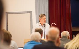 Lars Isacsson vill att Avesta går med i Språktolknämnden.